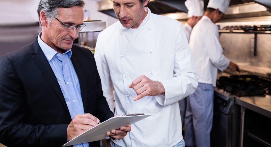 Thanh tra có thể kiểm tra định kỳ hoặc ngẫu nhiên giấy phép an toàn vệ sinh thực phẩm của nhà hàng